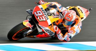 Repsol Honda Team's Spanish rider Marc Marquez speeds through a corner during the second MotoGP practice session at the Phillip Island circuit on October 26, 2018, ahead of the MotoGP Australian Grand Prix on October 28.   - IMAGE RESTRICTED TO EDITORIAL USE - NO COMMERCIAL USE  / AFP / William WEST / IMAGE RESTRICTED TO EDITORIAL USE - NO COMMERCIAL USE   MOTO-PRIX-AUS