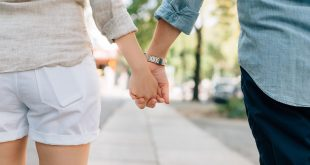 holding-hands-1149411_1920