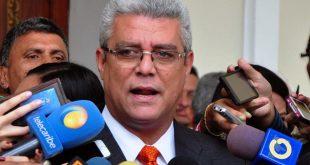 Marquina asegura que postulación de Falcón divide a la oposición