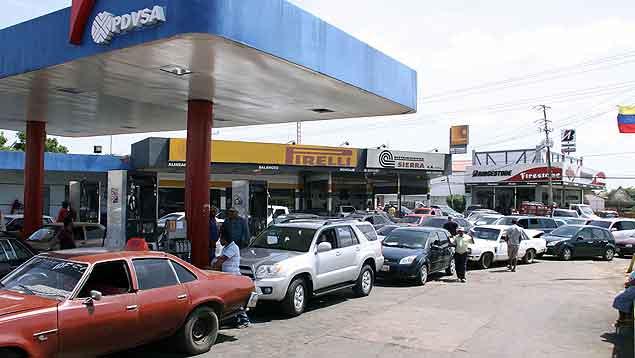 Barquisimetanos sufren para surtir gas ya que sólo hay una E/S despachando