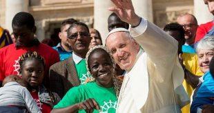 El-Papa-Francisco-llama-a-la-solidaridad-para-acoger-a-los-migrantes-rescatados-en-el-Mediterráneo